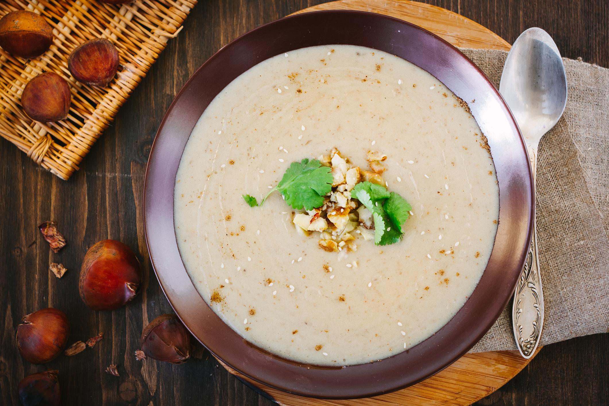 Soupe aux oignons et aux châtaignes
